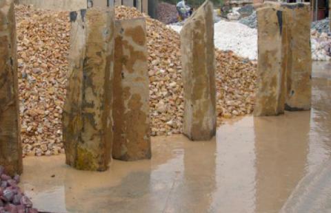 1002-Basalt Column Natural